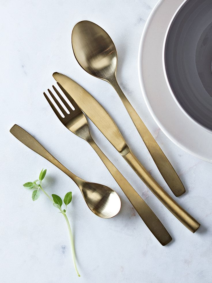 Made from high quality stainless steel with a stunning gold brushed finish, our smooth matt cutlery is lightweight with a subtle elegant curved handle. Each set comes in a natural card gift box and includes four table knives, four table forks, four dessert spoons and four teaspoons; the perfect table setting for four.