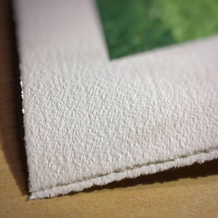 Otro ejemplo del barbado manual que aplicamos en el papel acuarela Canson Infinity Aquarelle Rag 310gsm. 💚 Impresiones #fineart #giclée con acabado artesanal. #deckle #decklededge #deckled #deckleedge #illustration #ilustracion #artprint #giclee #gicleeprint #graficartprints #gap #fineartprints #prints #impresiongiclee #gicleereproductions #canson #aquarelleRag #digitalart #gicleefineart #digitalpainting #contemporaryart #artprint #drawing #illustrationage #illustratorsoninstagram…