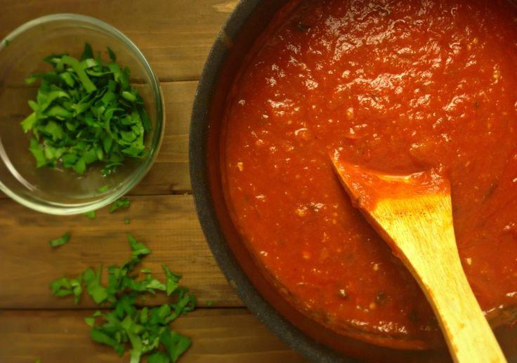 C'est vraiment ma sauce préférée pour les pâtes. C'est une sauce italienne épicée vraiment savoureuse et très facile à préparer! :)