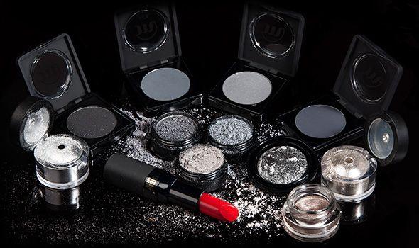 Make-up Studio biedt jou 'Fifty Shades of Grey'. Jouw favoriete professionele make-up in meer dan vijftig tinten grijs. Steel de show met de Jewel Effects of ga voor een subtiele look met grijze oogschaduw uit de serie Eyeshadow Wet & Dry. Kies voor een verleidelijke oogopslag met de prachtige grijze oogschaduw mousse in de kleur ´Seductive Silver´. De Durable Eyeshadow Mousse is waterproof. De Fifty Shades make-up look maak je helemaal af met de mooie rode lipstick van Make-up Studio.