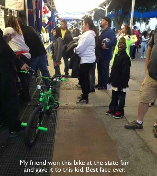 When this person gave his bike away to a little kid. | 35 Pictures That Prove The World Isn't Such A Bad Place