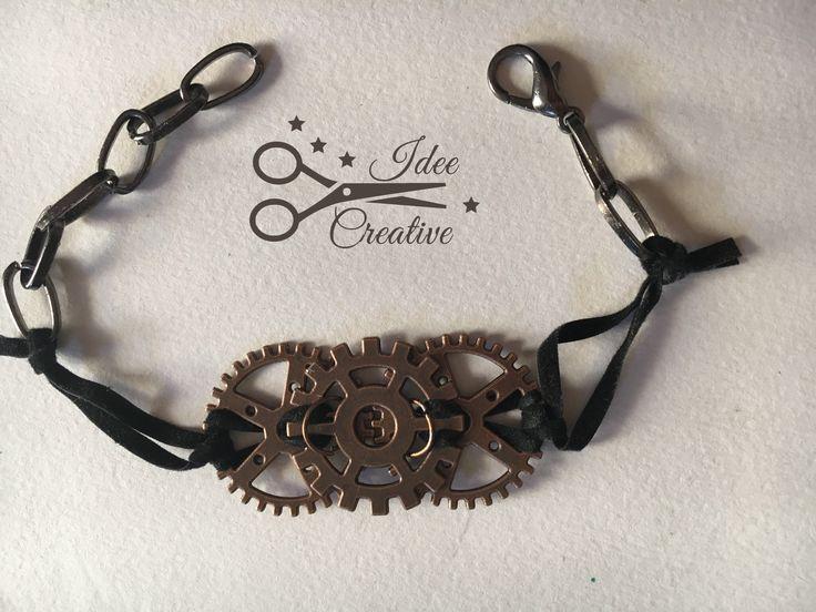 Bracciale steampunk con ingranaggi e cinturino in alcantara effetto daino. Realizzato a mano.  Modello unico Per info contattami