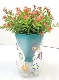 Espaço Criativo: vasos de planta reutilizando garrafas PET!                                                                                                                                                                                 Mais