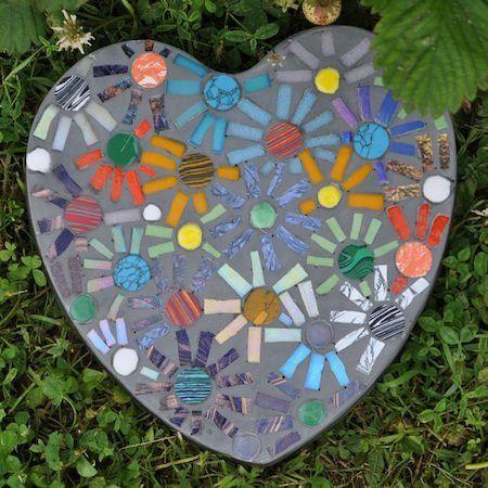 10 Garden Mosaic Projects – The Garden Glove