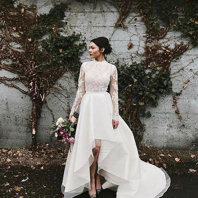 """Kristins Brudesalong (@kristinsbrudesalong) på Instagram: """"#judejacket by @martinalianabridal adds the right dose of chicness to every wedding gown #kristins…"""""""