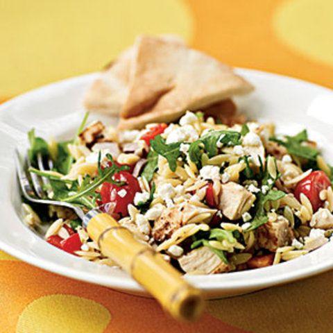 Salada de orzo com frango e rúcula