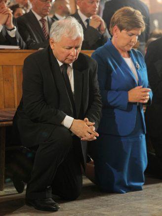 """Stara zasada mówi, że z terrorystami i gangsterami nie można się układać. Teraz wiemy, że dotyczy ona także gangsterów moralnych. """"W kwestii ochrony życia nienarodzonych nie można poprzestać na obecnym kompromisie wyrażonym w ustawie z 7 stycznia 1993 roku, która w trzech przypadkach dopuszcza aborcję. Stąd w roku Jubileuszu 1050. Chrztu Polski zwracamy się do wszystkich ludzi dobrej woli, do osób wierzących i niewierzących, aby podjęli działania mające na......"""