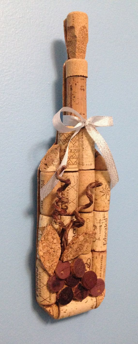 colgante de pared de la botella de vino hecho por CorkCreationsbyK