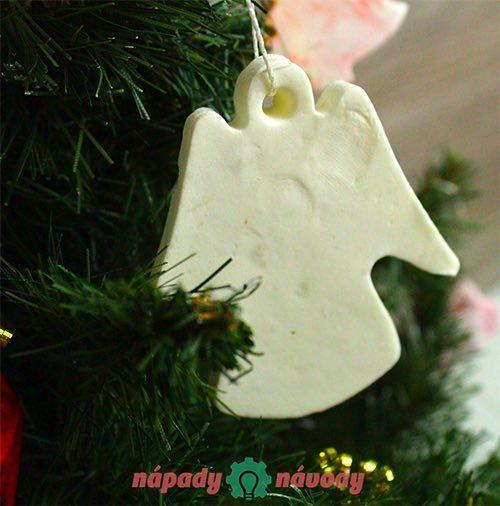 Nechcete kupovať drahé vianočné ozdoby? S týmto návodom si ich vyrobíte jednoducho a rýchlo. Výroba vás nebude stáť takmer nič.
