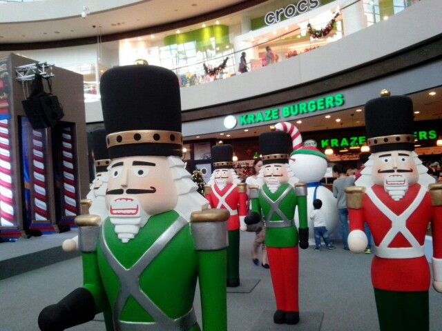 What's Christmas without these guys ?;) #londonguysarecool #krazeburgers #throwback #christmas #singapore