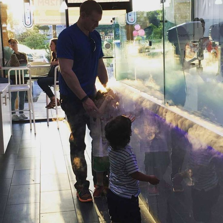 Creamistry, an ice cream joint which uses liquid nitrogen, expanded into San Antonio on June 18, 2016 at 21134 U.S. Highway 281 North.
