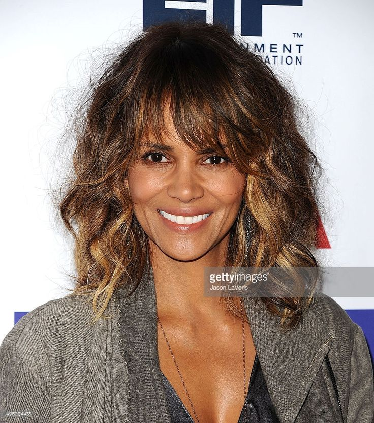 Actress Halle Berry attends the Entertainment Industry Foundation's 'Imagine' benefit fundraiser on November 4, 2015 in Beverly Hills, California.