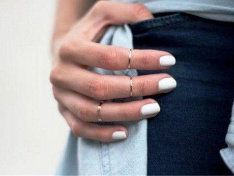Λευκά νύχια για μαυρισμένες επιδερμίδες | Jenny.gr