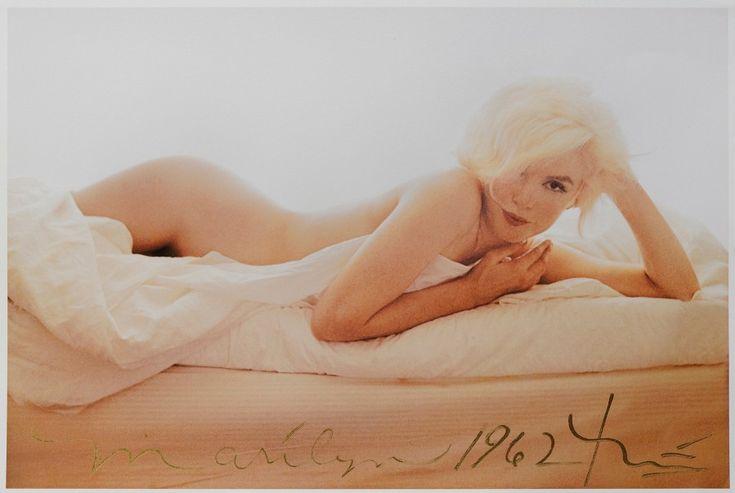 """Bert STERN (1929-2013)  """"Marilyn in the nude"""" pour Vogue, the last Sitting  Tirage postérieur daté de 2012, numéroté 9/50 et signé en bas au milieu  Tamponné et signé au dos  33 x 48 cm  Avec son certificat… - Aguttes - 29/09/2016"""
