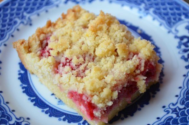 Raspberry Crumb Bars | I Sing In The Kitchen | Pinterest | Bar, The o ...