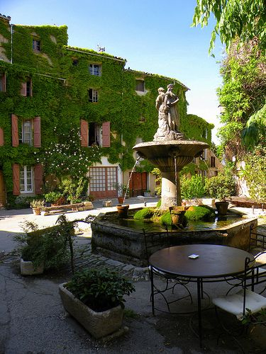 Saignon-a tranquil beautiful village in the Vaucluse,Provence
