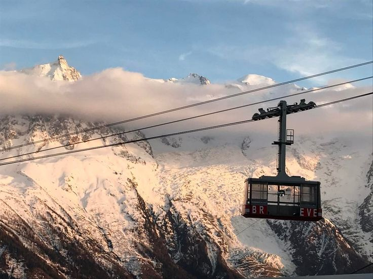 """1,773 mentions J'aime, 3 commentaires - black crows (@blackcrows_skis) sur Instagram: """"#chamonix_unlimited festival is ON. Day 1. The disco Brevent cable car #blackcrows"""""""
