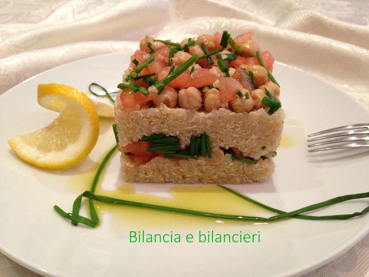 Insalata di quinoa ceci e pomodoro. Andiamo in cucina per realizzare una ricetta semplice e vegana che ha per protagonista la quinoa.