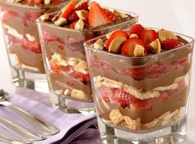 Chegou a tentação do dia: Pavê de Chocolate e Morango! - Aprenda a preparar essa maravilhosa receita de Pavê de Chocolate e Morango