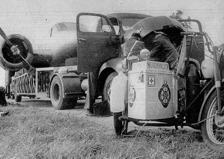1950. The Dutch Wegenwacht (Roadside assistance service) in the fifties. The Wegenwacht was established in 1946 by the ANWB. #amsterdam #1950