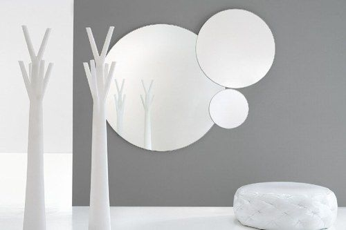 Anche uno specchio può dare un tocco di stile al tuo appartamento