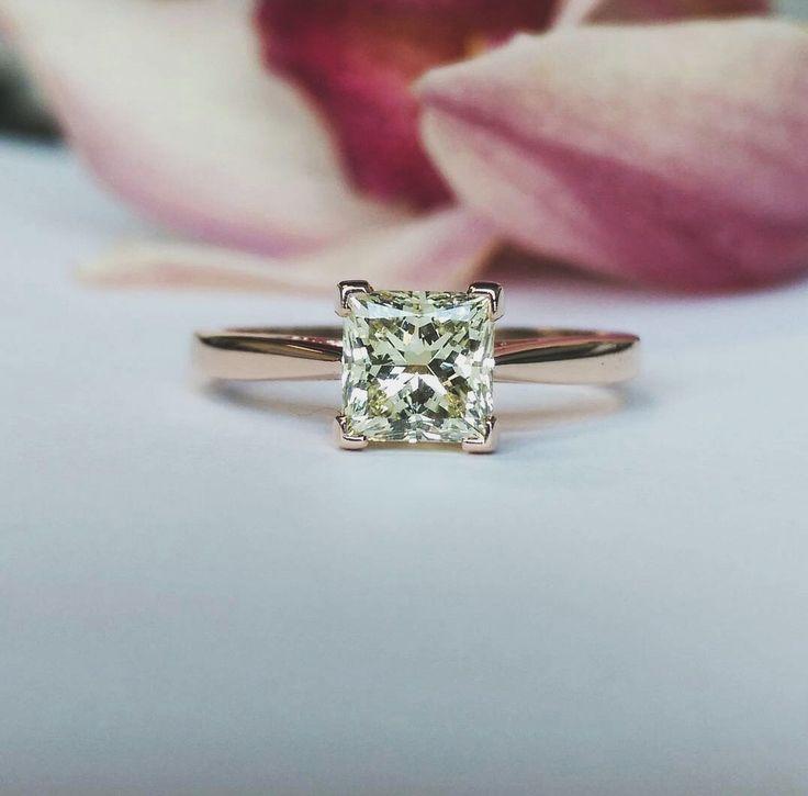 The Olivia Setting featuring a stunning light yellow princess cut diamond set in Rose Gold.