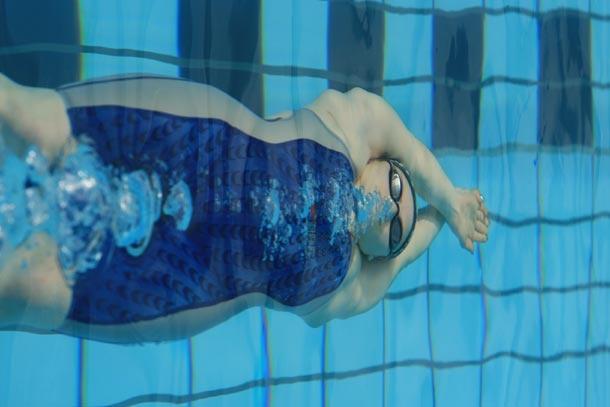 Il nuoto come valido strumento di fitness    Studi recenti, pubblicati sull'autorevole rivista Journal of Sport Medicine and Phisysical Fitness hanno dimostrato che il VO2max (cioè la capacità aerobica) di un gruppo di persone che correva sul tapis roulant era praticamente identico ad un altro che effettuava la corsa in acqua.    http://www.nuotomania.it/public/nuoto-notizie/view.php?id=332