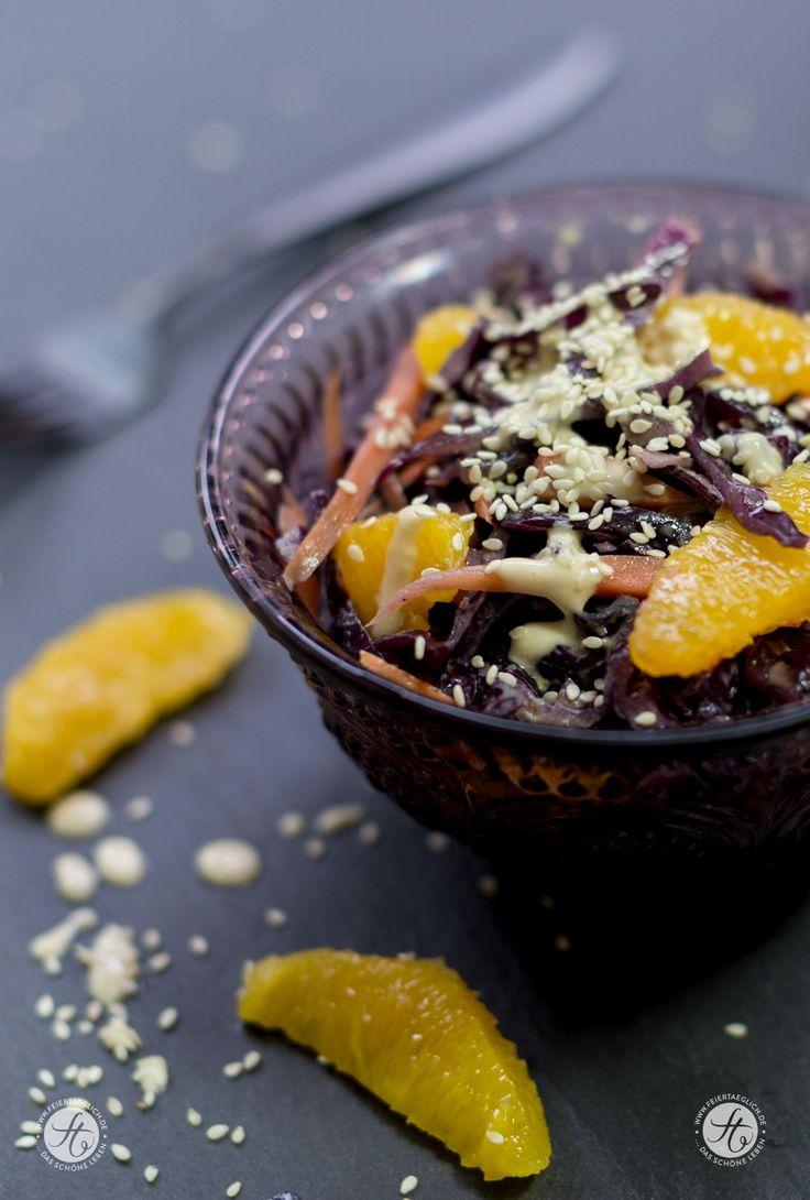 Rotkohlsalat mit Karotten, Orangen und Sesamdressing - Wintersalat, vegan, Rezept von feiertaeglich.de