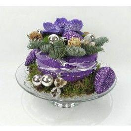 Kersttaart op taarplateu in de kleur paars bestellen en bezorgen.