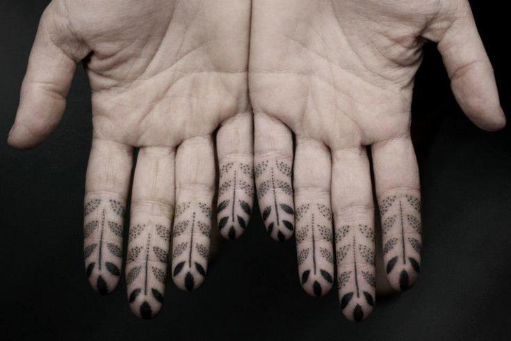 """I tatuaggi di Kenji Alucky sono un caleidoscopio di disegni in bianco e nero. """"Black Ink Power"""" è il frutto di una tecnica di punteggiatura particolare realizzata dall'artista giapponese presso il New York Adorned   (foto: www. facebook.com/blackinkpower)"""