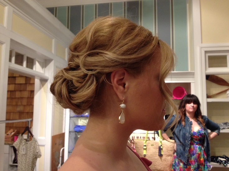 The perfect bridesmaid hairstyle by Amie Decker Beauty!
