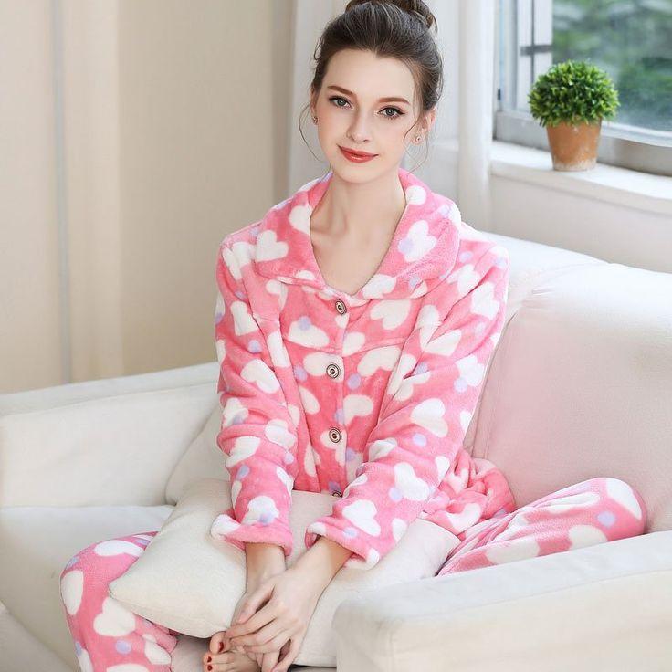 Pyjama femme rose motif cœurs 100% polyester flanelle 280 g/m2 à moins de 40 euros. #pink #rose #pajamas #winter #mode #fashion #shopping #shop