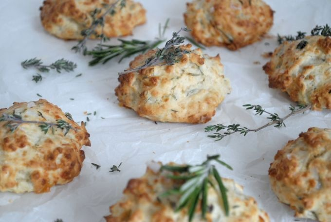 cheddar, thyme and rosemary drop biscuits.: Cheddar Drop, Recipes, Yummy Eats, Breads Muffins, Cheddar Rosemary, Biscuits, Food Yummo, Cheddar Thyme, Yummo Breads