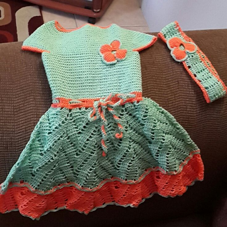Cuff shoulders baby dress..  Green and orange.  Color blocking.  Crochet baby dress