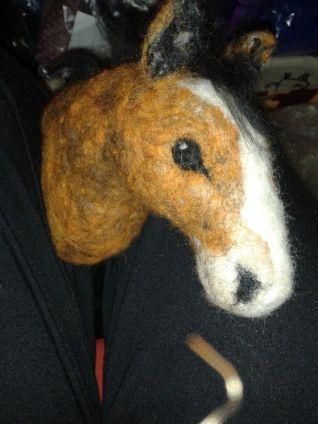 Nålfiltad häst