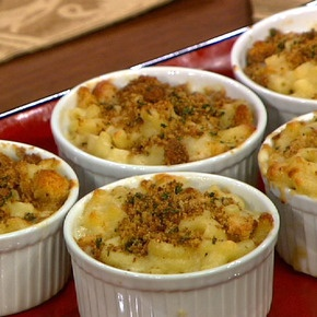 Wolfgang Puck's Baked Macaroni & Cheese for the Oscars--I just want to make the point that I said a long time ago that mac 'n' cheese is best with some onion in it...and Wolfgang Puck backs me up, apparently.  Great minds...