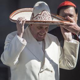 Blog d' informazione curiosità e giornalismo: VIDEO: Mexico, Il lungo abbraccio tra la Vergine d...