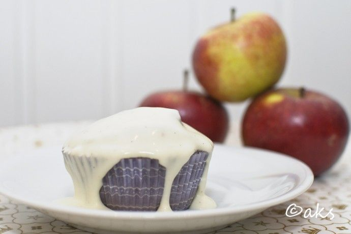 Apple cinamon muffins with custard