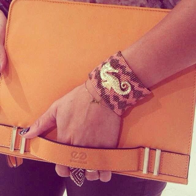Our new bag crush Esin Akan, London goes perfectly with La Pacifica Coral @Florencia Lebensohn-Chialvo Carballo AMAZONA #floramazona #esinakan #fashion #latinluxe #lapacific...
