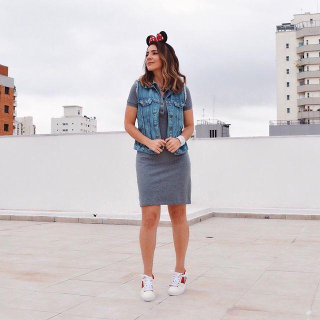 Carnalook com tiara fofa da Minnie para fechar o último dia do feriadão... ☺️🎉❤️ #Vestido: @lacoste   #Tênis: @santa_lolla #blogamelhorescolha #carnaval #SP #fun