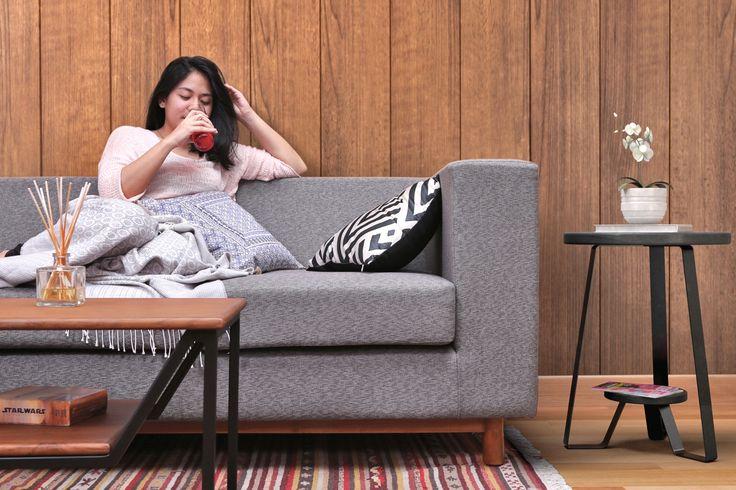 Kenyamanan maksimal untuk akhir pekan Kamu. Taby 3 Seater Sofa memilikinya.