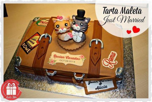 KukiBox - Tarta maleta recien casados #receta bizcocho de chocolate con frambuesa #modelado #tarta #bizcocho #boda www.kukibox.com