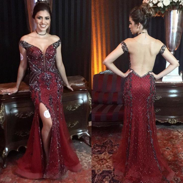 Ana Carolina Machado veste criação exclusiva da estilista @marianaranzani. O modelo vermelho foi todo bordado a mão com cristais e vidrinhos em tom fumê, que está super em alta! O que acharam? #vestidodefesta #criaçãoexclusiva #vestidovermelho #bordadofumê #trendalert #trend #formatura