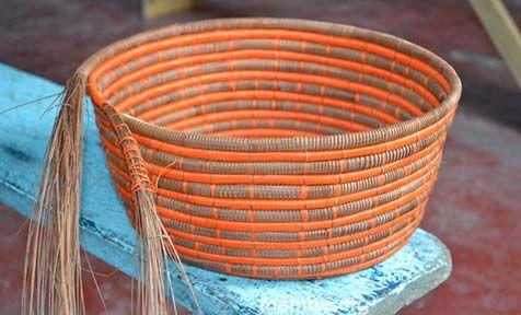 Canasto en fibras de chiqui-chiqui y moriche tejido por artesanos Curripaco. ( Guainía- Colombia)