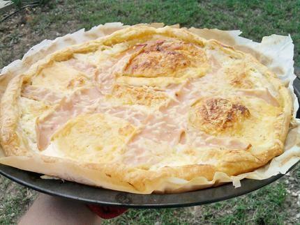 Pizza au jambon et fromage fondu