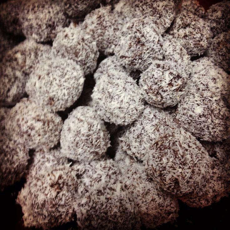 Trufas de coco y chocolate