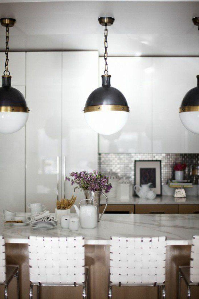 0-aménager-une-cuisine-quel-lampadaire-fly-poser-dans-la-cuisine-chaises-beiges