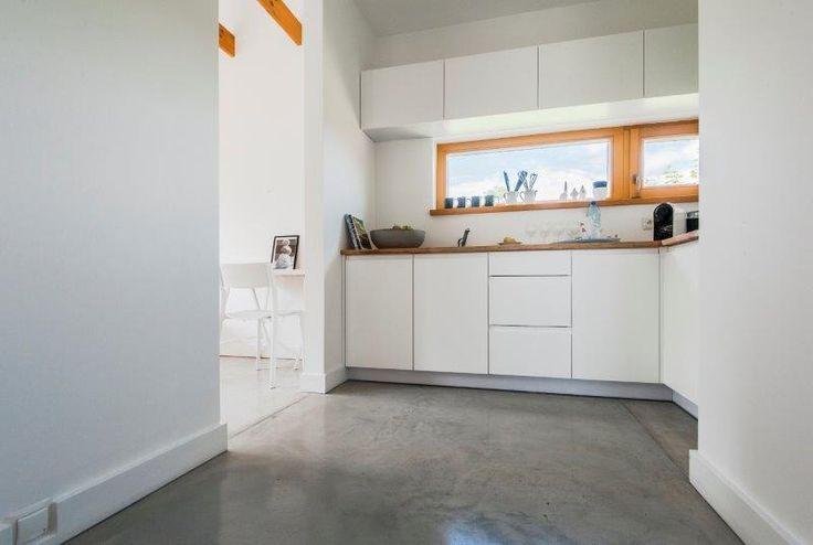 Kuchnia Simple House - widok od strony korytarza.  Fot. Bautech Futura