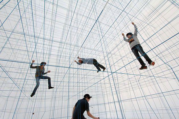 ロープを張り巡らしてできたジャングルジム「String Prototype」