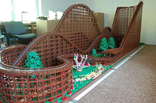 ❝ Montaña Rusa con 90.000 piezas de Lego, para muñecos de Lego ❞ ↪ Vía: proZesa